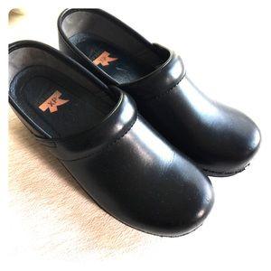 Dansko XP black leather clogs nearly new